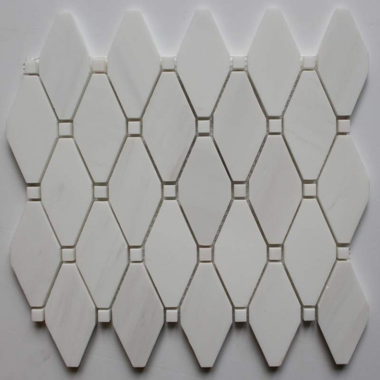 Tarmak-Usa-Stone-Mosaics-Clipped-Diamond-Bianco-Venato-With-Bianco-Dot